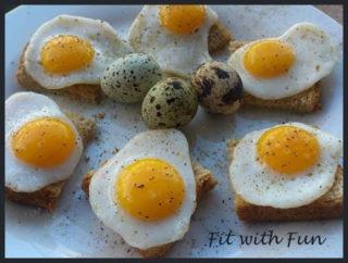 Mini Toast Integrali con Uova di Quaglia
