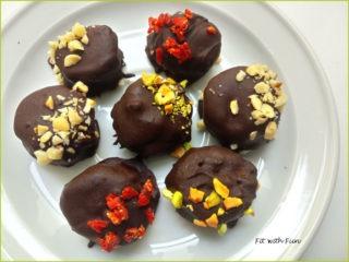 Bon Bon di Banana ripieni di Burro d'Arachidi e ricoperti di Cioccolato