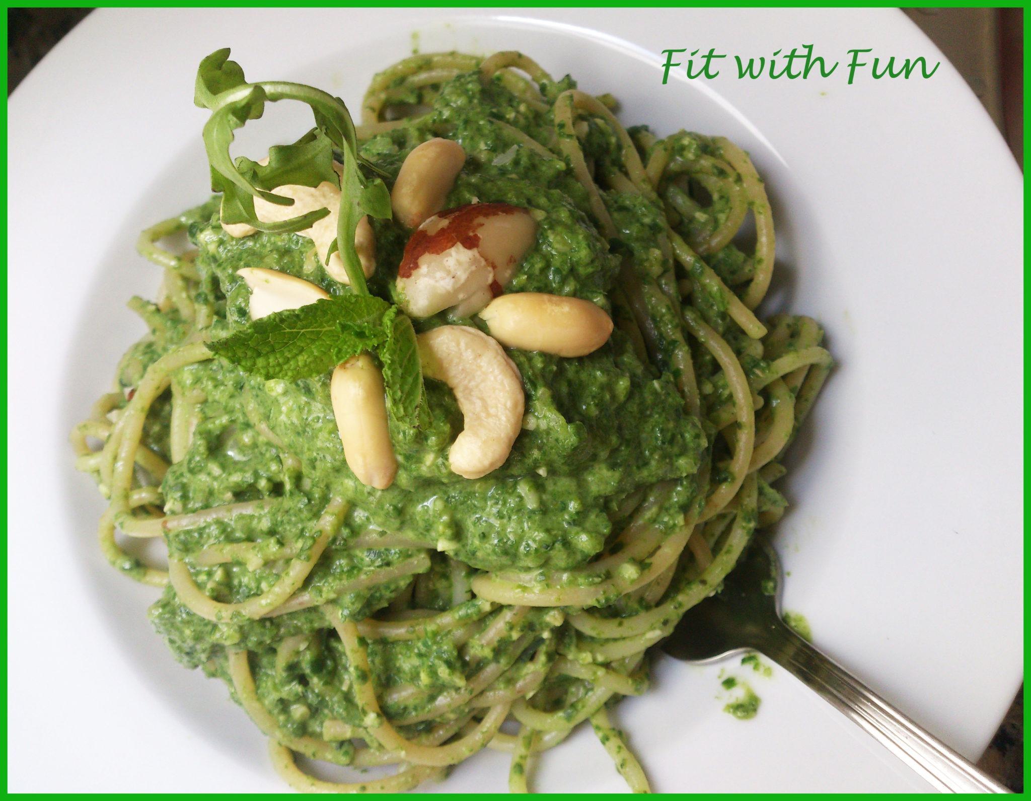 Pasta al Pesto di Spinaci e Rucola con Mix di Frutta Secca
