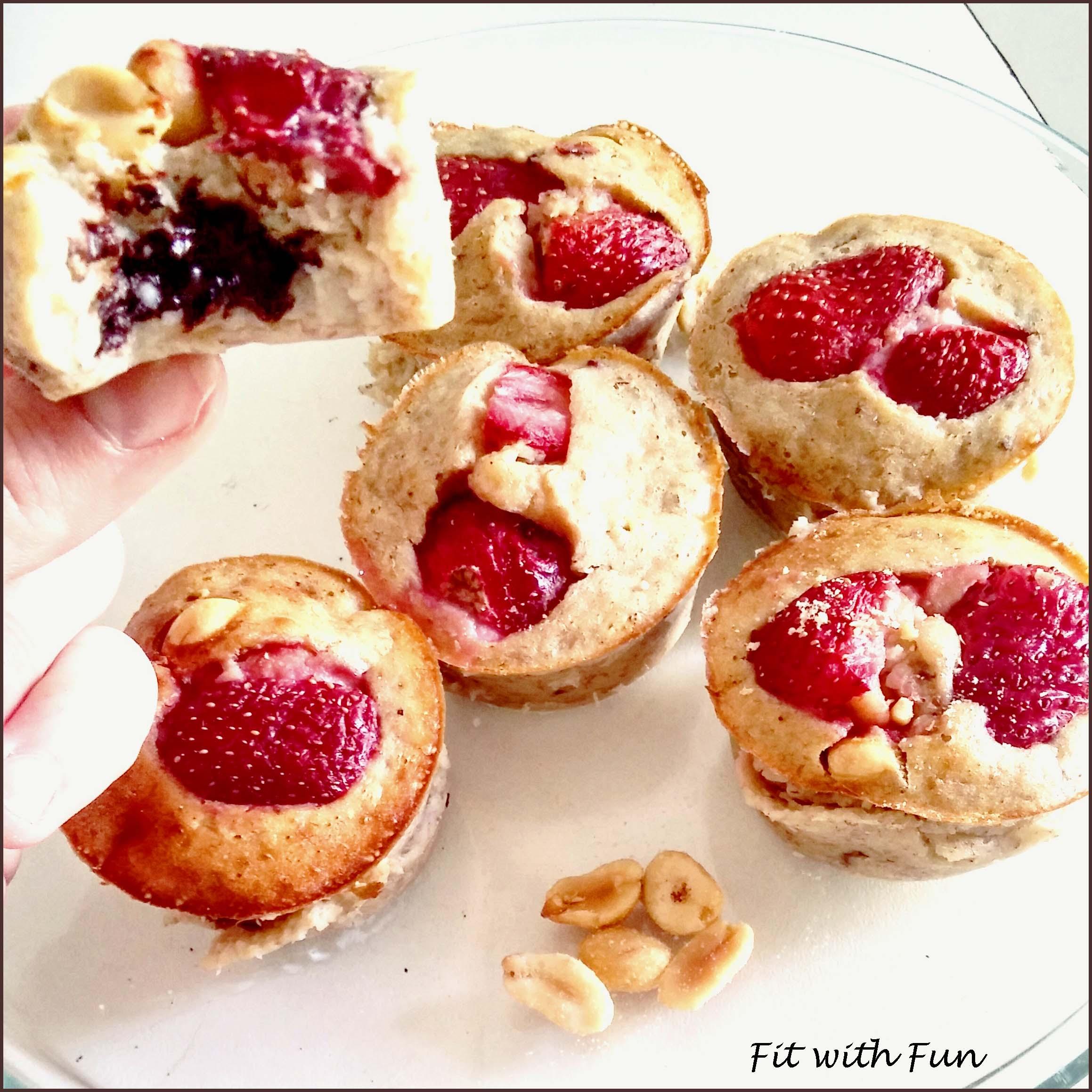 Muffin Proteici alle Fragole con Cuore di Cioccolato