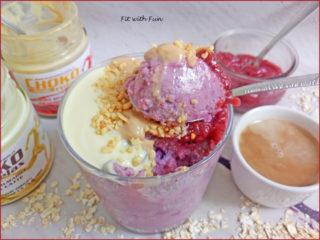 Porridge Freddo ai Frutti di Bosco e Arachidi