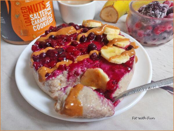 Porridge Freddo al Caramello Salato e Frutti di Bosco