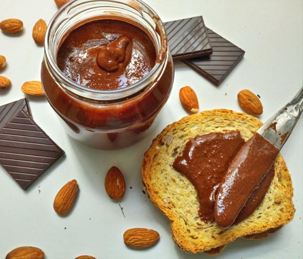 Burro di Mandorle al Cioccolato