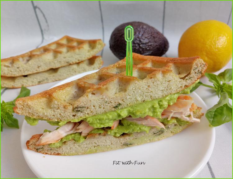 Sandwiches di Waffle Chetogenici al Basilico