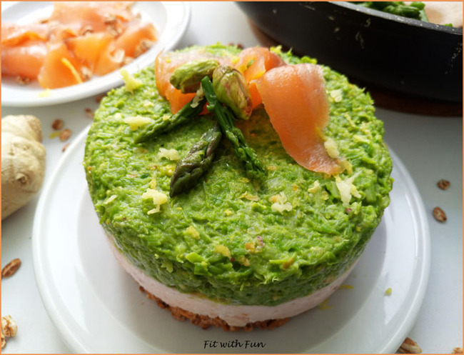 Cheesecake Mousse di Salmone e Pesto di Asparagi e Pistacchi